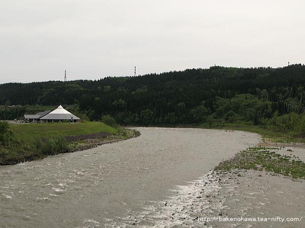 宮中橋上から見た信濃川