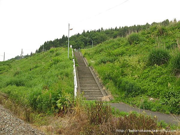 駅から国道への道