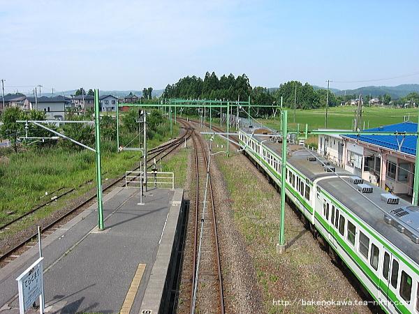 寺泊駅で折り返し待機中の115系電車その1