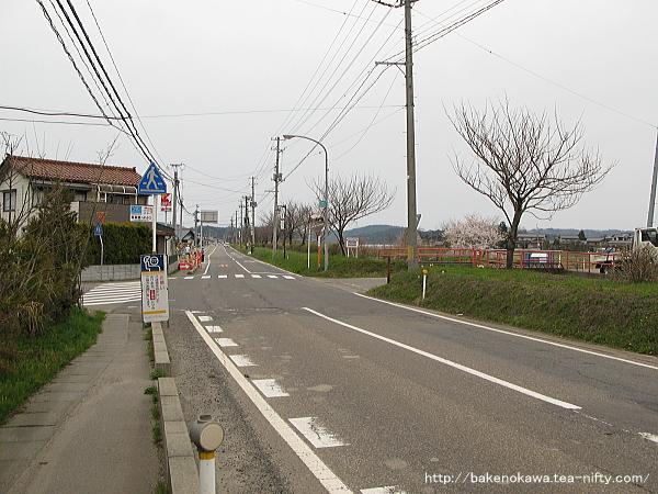 寺泊駅至近の県道