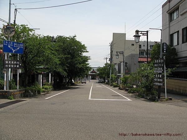弥彦駅前通り