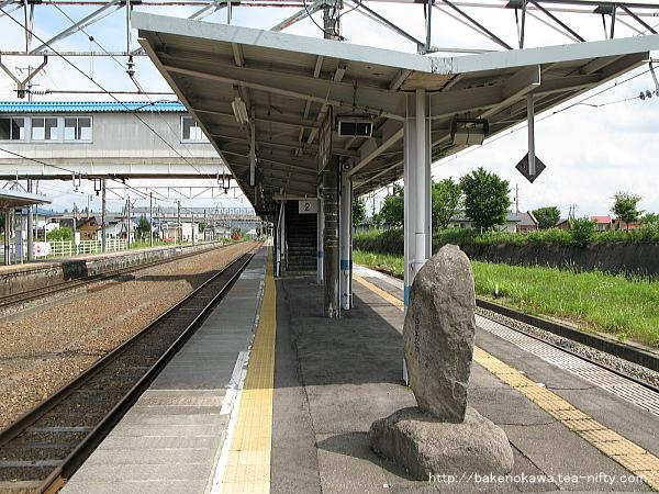 黒姫駅の島式ホームその1