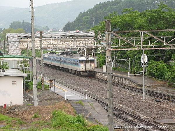 牟礼駅に到着した115系電車