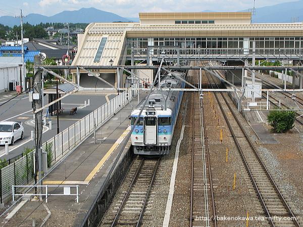 豊野駅に停車中の115系電車