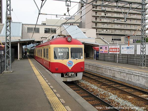 信濃吉田駅に到着した長野電鉄2000系電車その2