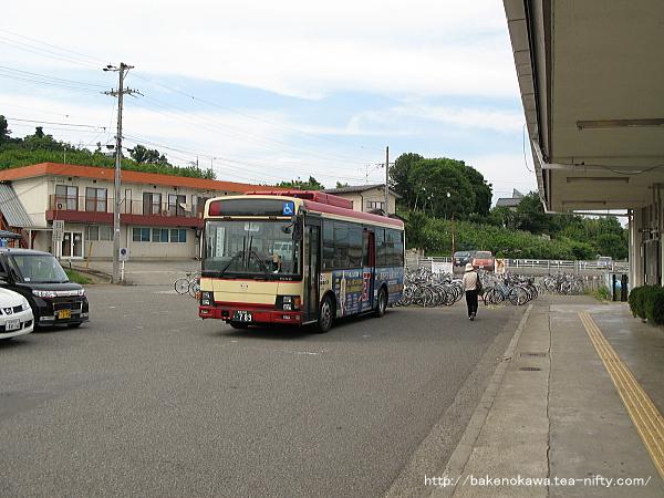 三才駅前の長野電鉄路線バス