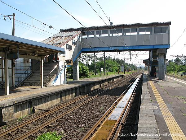 犀潟駅の島式ホームその3