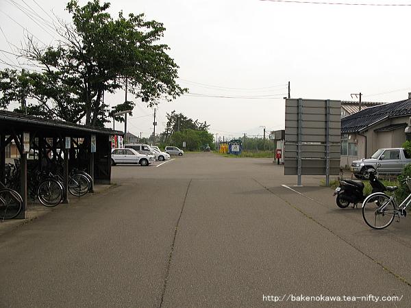 犀潟駅前広場