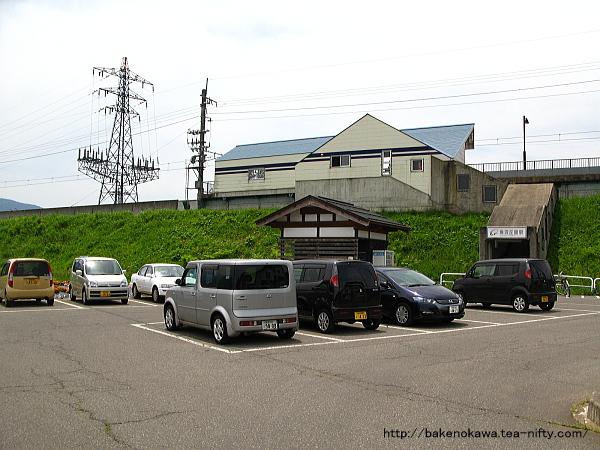 魚沼丘陵駅と駅前広場その1
