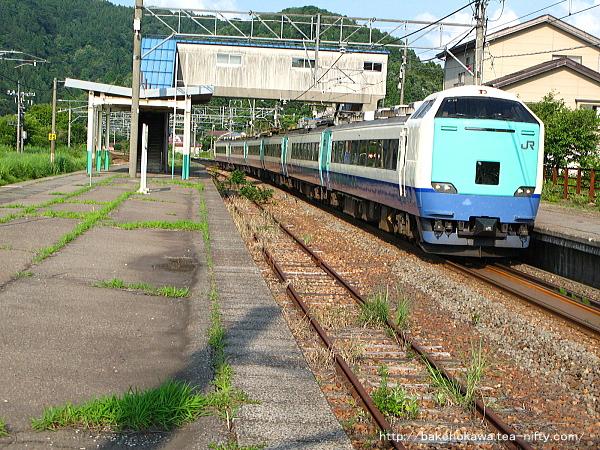 越後広田駅を通過する485系電車特急「北越」その1