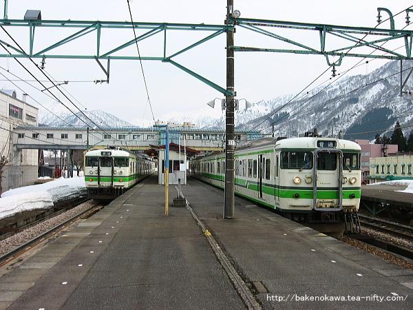 越後中里駅1番ホームに停車中の115系電車その2