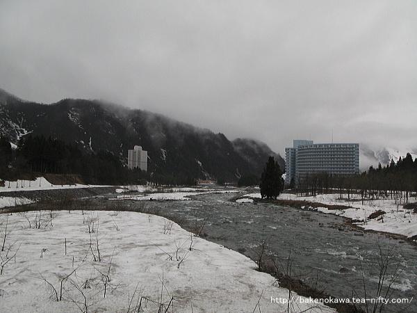 荒涼とした魚野川