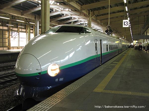 越後湯沢駅に停車中の200系新幹線電車