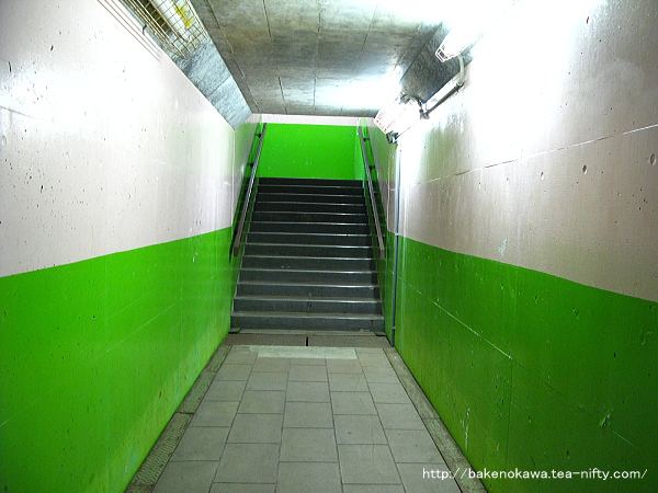 構内の連絡地下道