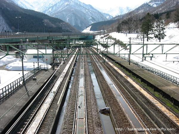 跨線橋から見た土樽駅構内その3