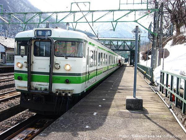 土樽駅に到着した115系電車その1