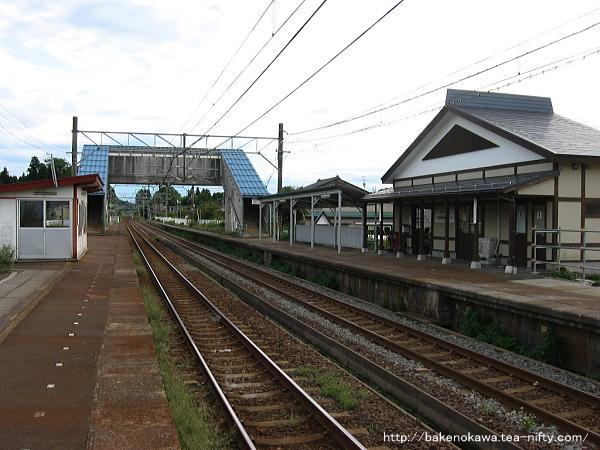 越後岩塚駅の上りホームその1