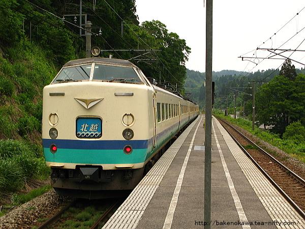 長鳥駅を通過する485系電車特急「北越」その1