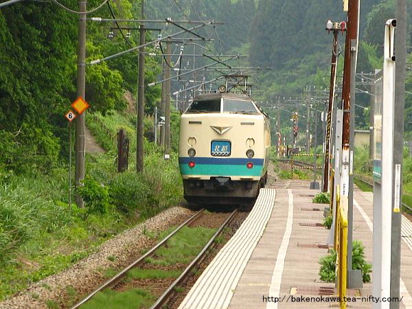 長鳥駅を通過する485系電車特急「北越」その2