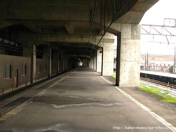 浦佐駅の下り島式ホームその2