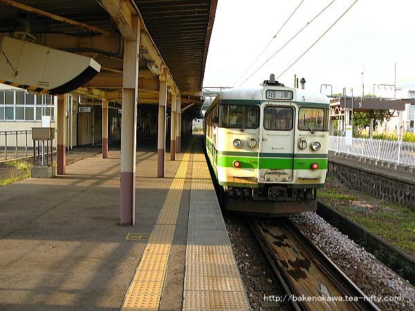小千谷駅に停車中の115系電車