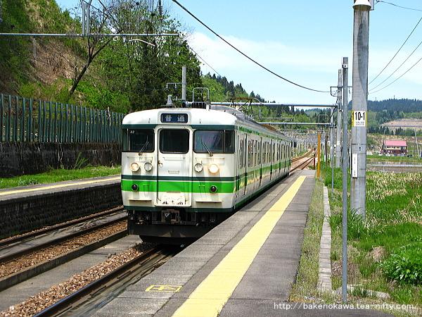 北堀之内駅に進入する115系電車