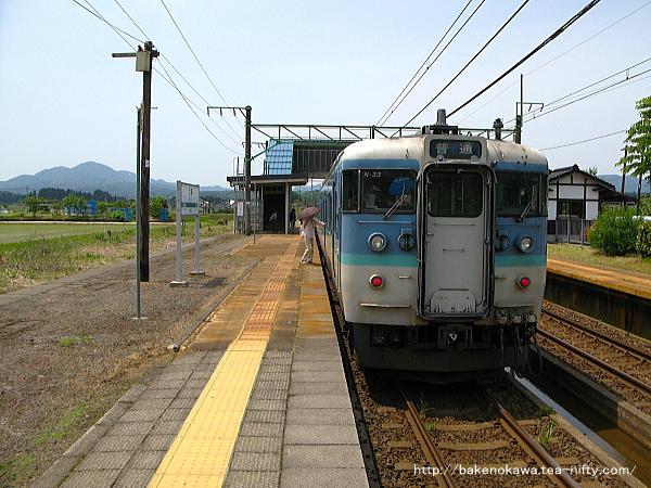 北条駅に停車中の115系電車その2