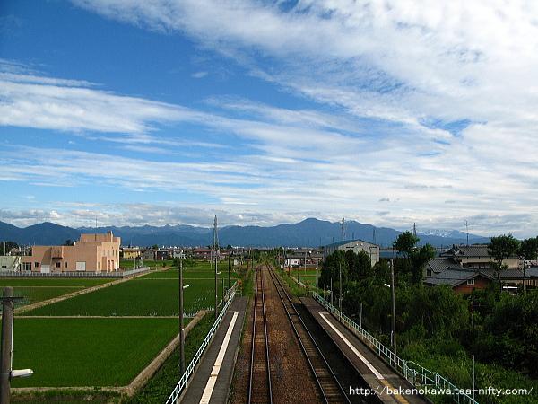 跨線橋上から見た新関駅構内その1