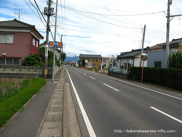 新関駅付近の県道