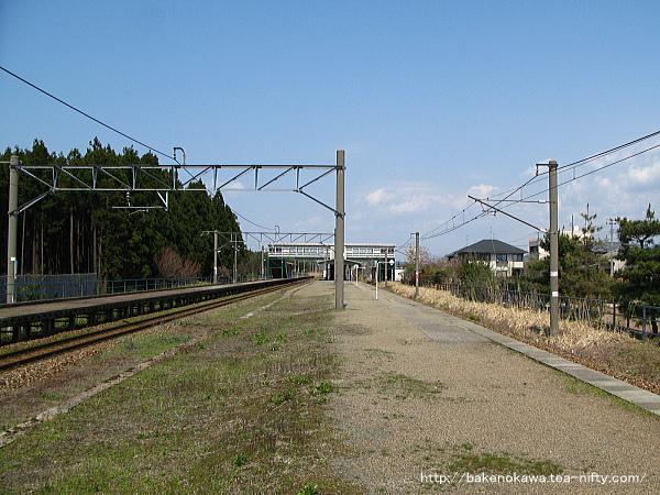 平木田駅の旧島式ホームその一