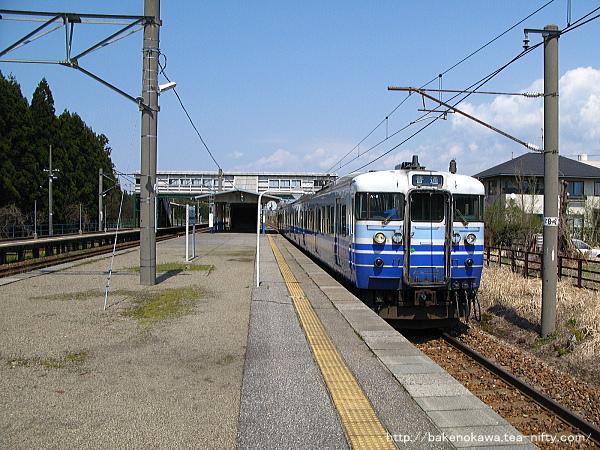 平木田駅に停車中の115系電車その一