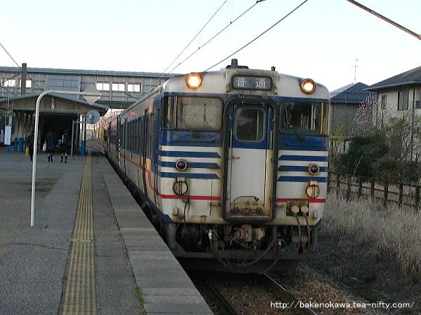 平木田駅に停車中のキハ40系気動車