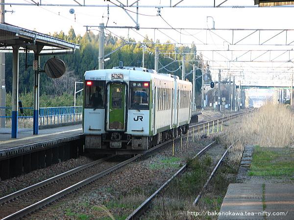 平木田駅を出発するキハ110系気動車