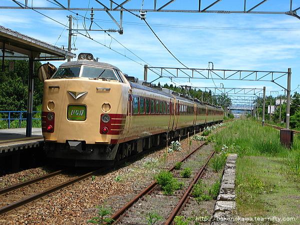 平木田駅を通過する485系電車特急「いなほ」その二