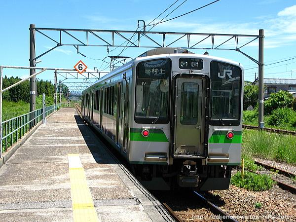 平木田駅を出発したE127系電車