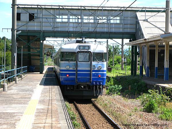 平木田駅を出発した115系電車