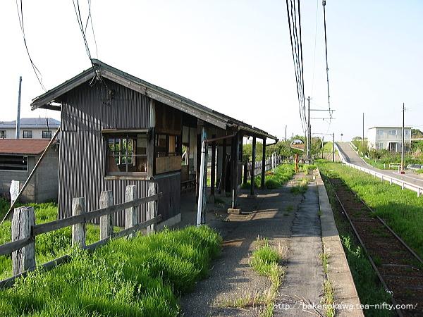 味方中学前駅の廃ホームその3