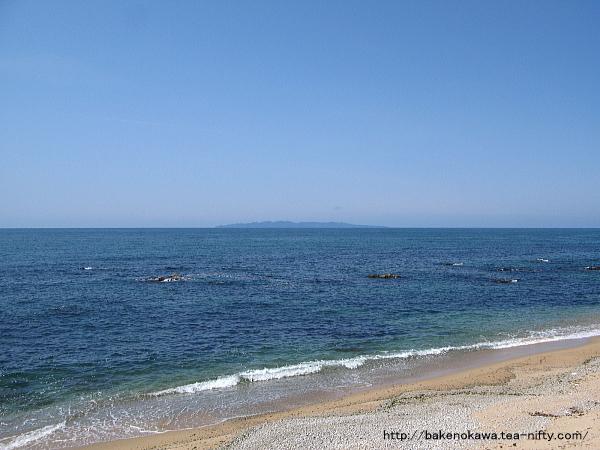 国道から見た春の日本海
