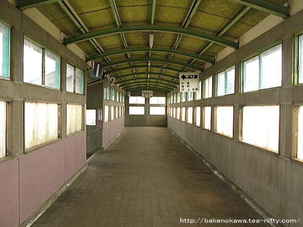 金塚駅の跨線橋
