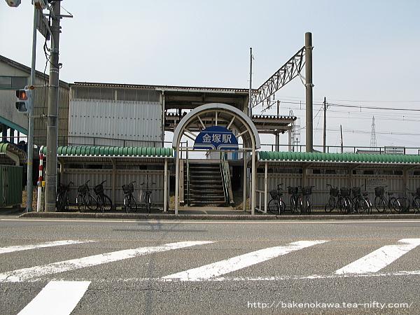 金塚駅駅南口