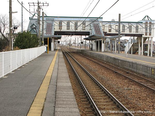 新崎駅の1番ホームその1