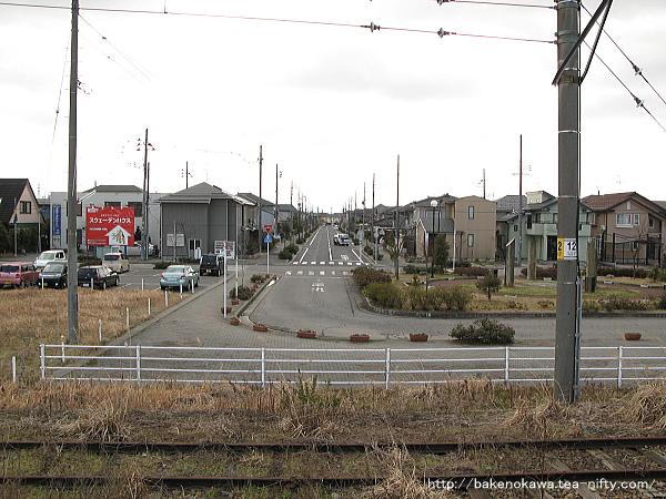 構内から見た駅南駅前通り