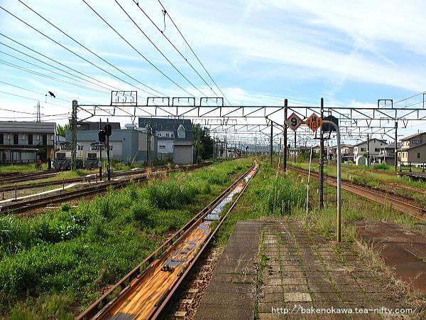 宮内駅の島式ホーム(2-3番線)その2