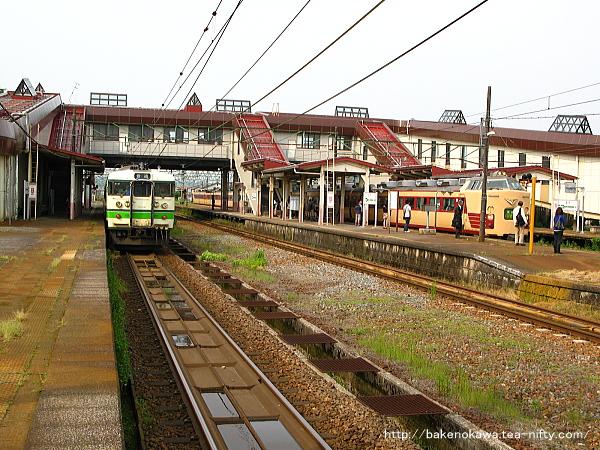 宮内駅に停車中の115系電車その3