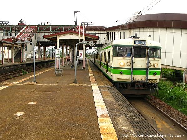 宮内駅に停車中の115系電車その2