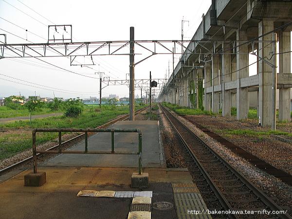 北長岡駅の島式ホームその3