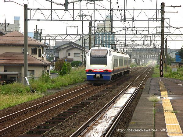 来迎寺駅を出発した「おはよう信越」
