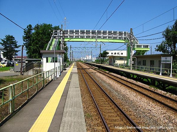 茨目駅の上りホームその1