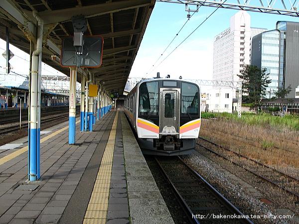 柏崎駅に到着したE129系電車