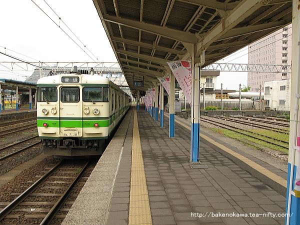 柏崎駅に到着した115系電車